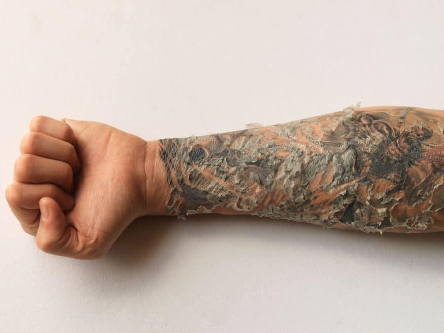 Las 9 mejores formas de ayudar a que su tatuaje sane más rápido